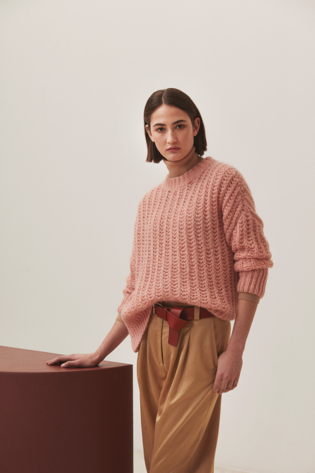 Vieux rose pullover with ochre pants
