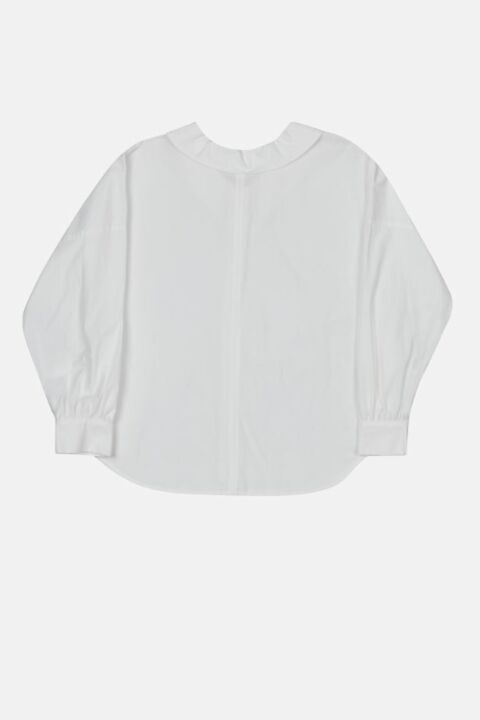 Shirt with back closure