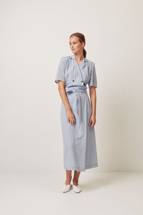 Long skirt with wide belt