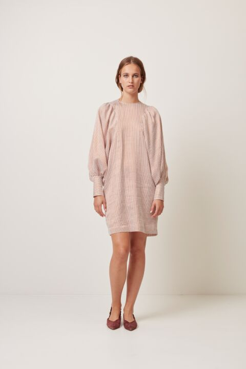 Shor dress with volume sleeves
