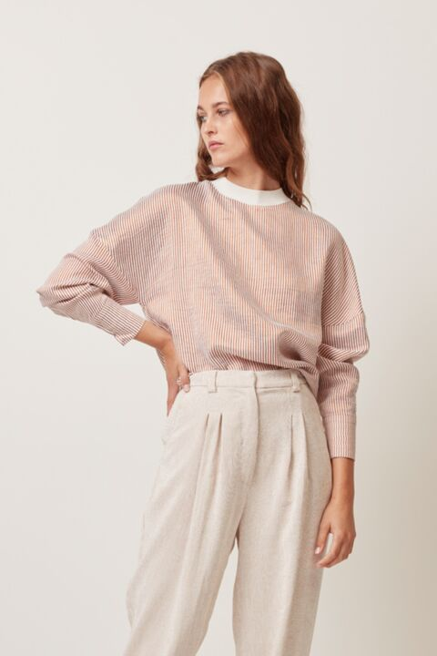 Loose top with ribbed collar