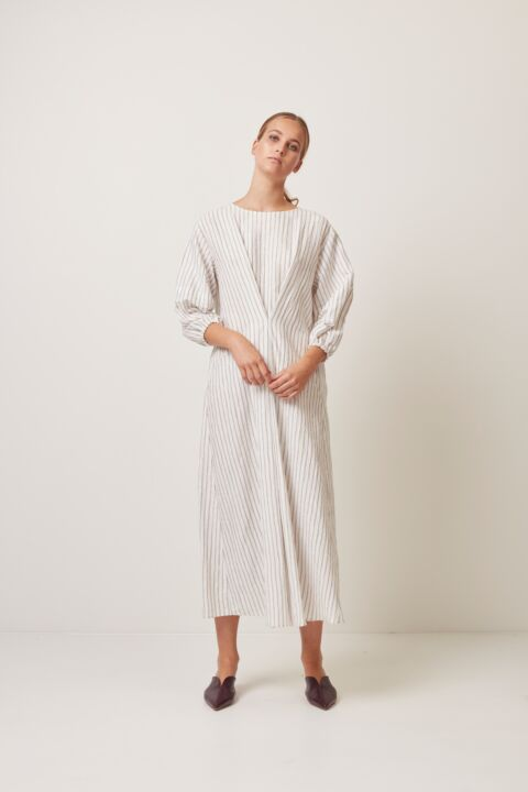 Long dress with rounded sleeve