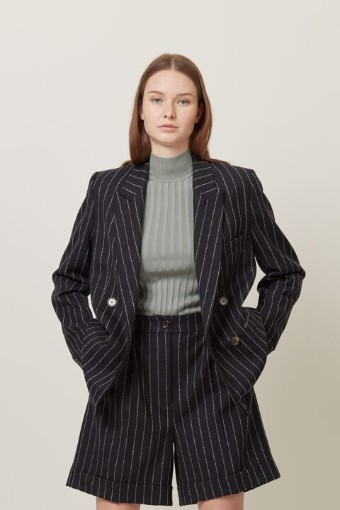Basic ribbed pull high coll