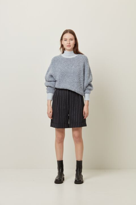 Oversized pull fluffy front