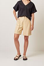 Bermuda short with front pleat